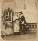 Jindřich Eckert, Praha, Sledovaní milenci, asi 1879, polovina stereofotografie.