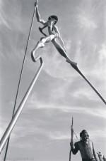 Bolek Polívka jako Don Kichot se svojí sochou - Olšany 2001 - formát 28x38 cm -