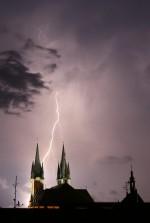 M. Stolař, Cheb, 8.7.2015, Mohutná noční bouřka nad Chebem, v popředí kostel sv. Mikuláše a sv. Václava